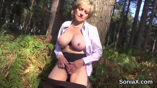 Unfaithful english mature lady sonia shows off her large boobs